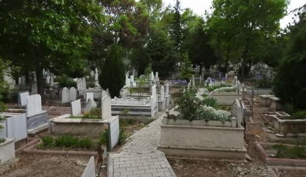 Sosyal medyayı sallayan mezarlık sorusu!