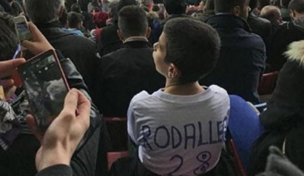 Hugo Rodallega bu çocuğu arıyor!