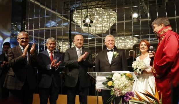 Dışişleri Bakanı Çavuşoğlu, Antalya'da nikah törenine katıldı