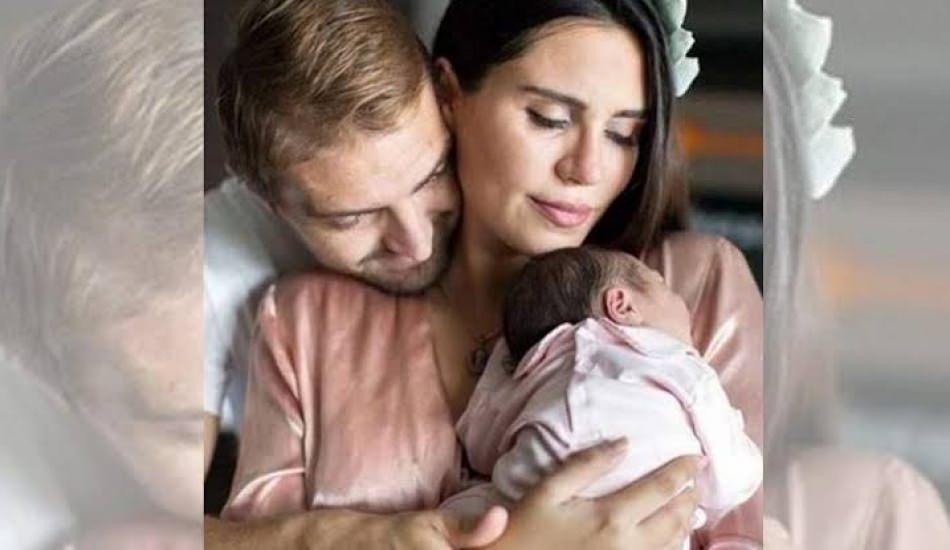 Ünlü oyuncu Şükran Ovalı'nın yeni doğan bebeği yoğun bakımda