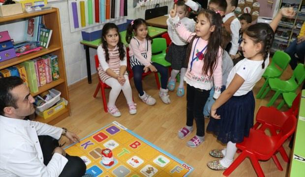 Ana sınıfı öğrencilerine robotik kodlama eğitimi