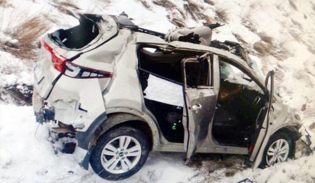 Kars'ta otomobil şarampole devrildi: 1 ölü, 4 yaralı