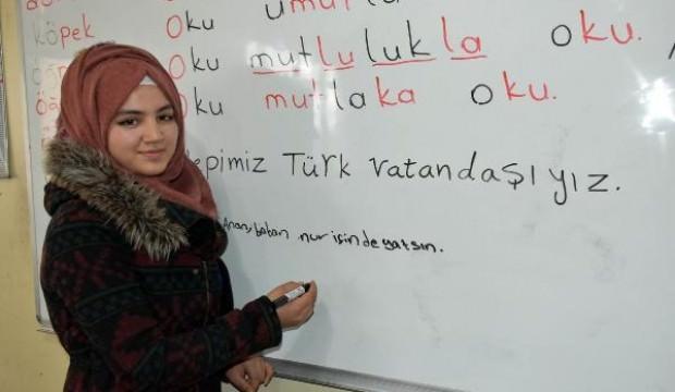 Mülteciler Sivas'ta Türkçe öğreniyor