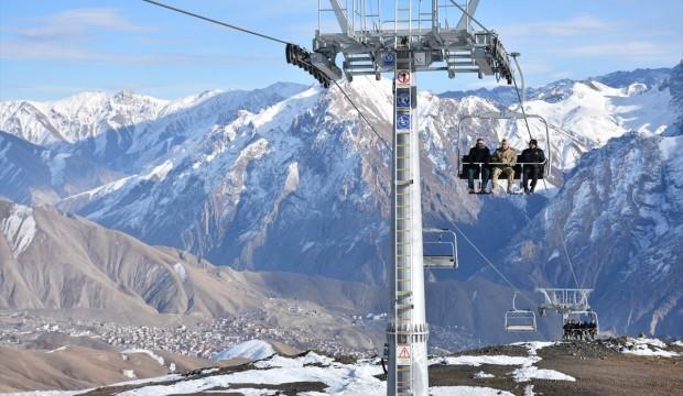 2 bin 800 rakımlı Hakkari kayak merkezi sezonu açtı