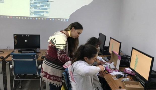Boyabatlı öğrenciler kodlama eğitimi alıyor