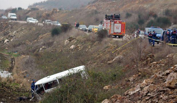 Balıkesir'de şarampole devrilen minibüsün sürücüsü öldü