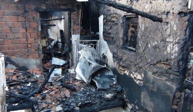 Kütahya'daki ev yangınında anne ile oğlu öldü