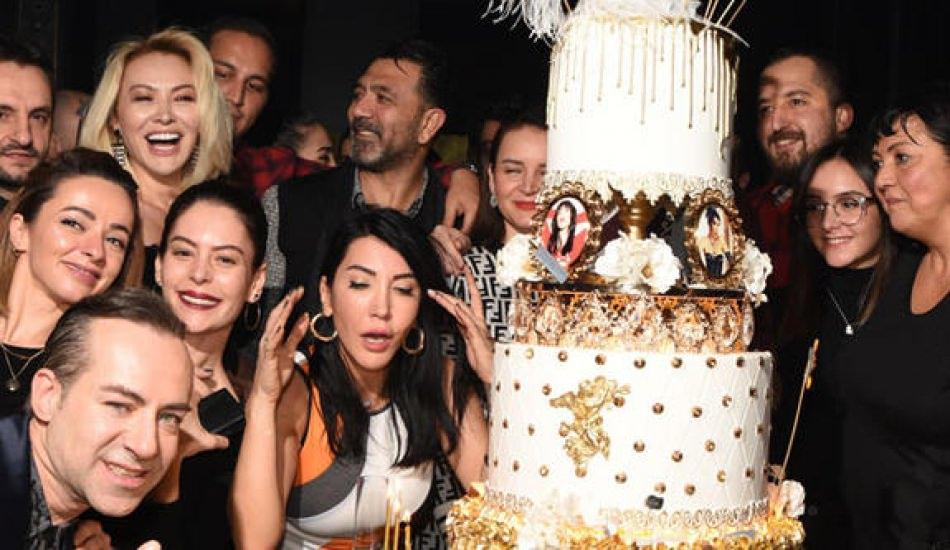 Hande Yener'den yeni yaşa gösterişli kutlama!