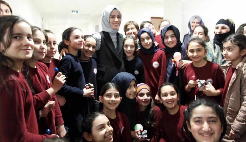 Esra Albayrak Kızlar için Vizyoner Hedefler projesi rozet töreninde!