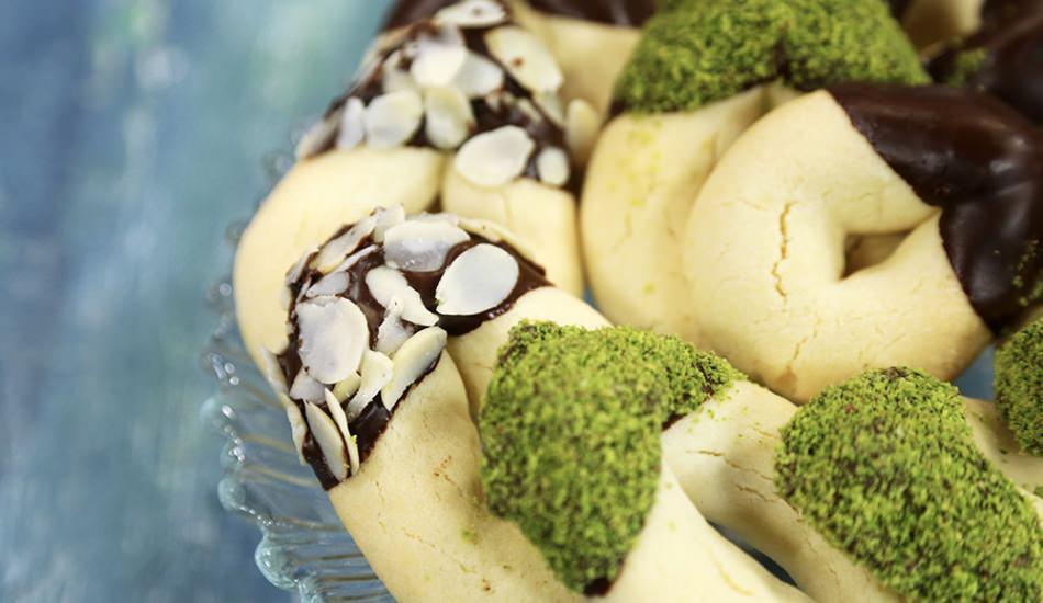 Pastanede yapılan tatlı kurabiyenin pratik tarifi