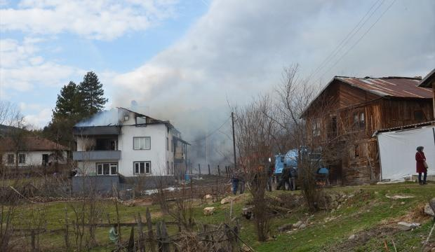 Bolu'da çatı yangını