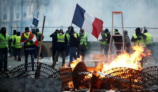 Fransa'da İtalya'ya Sarı Yelekliler tepkisi! Kabul edilemez