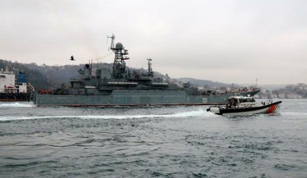 İki Rus savaş gemisi peş peşe boğaz'dan geçti