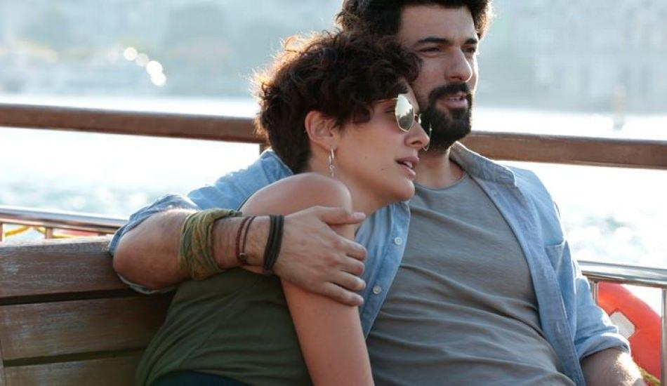 Engin Akyürek ve Bergüzar Korel'in vapur keyfi