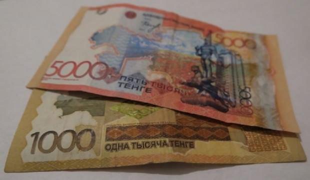 Kazaklar banknotları sadece ana dillerinde basacak