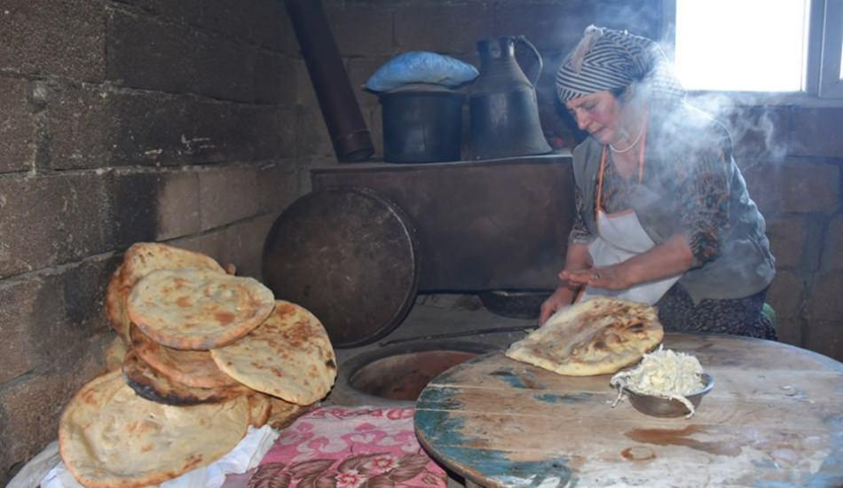 Soğuk havaların vazgeçilmez lezzeti tandır ekmeği