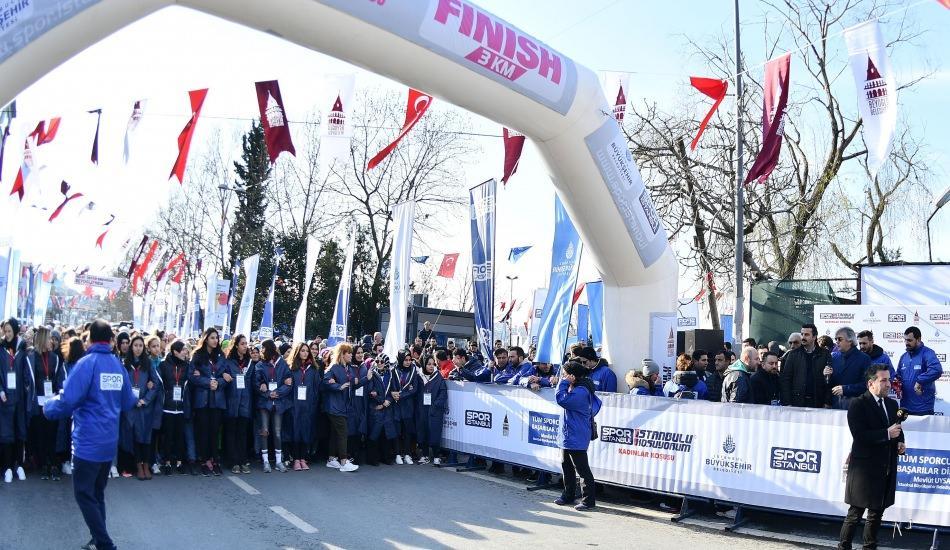 """""""Beyoğlu Kadın Koşusu"""" renkli görüntülere sahne oldu"""