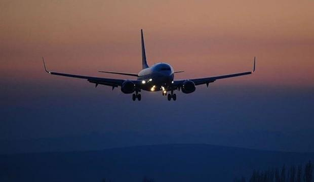 Düşmesi için dua ettiği uçaktan atıldı