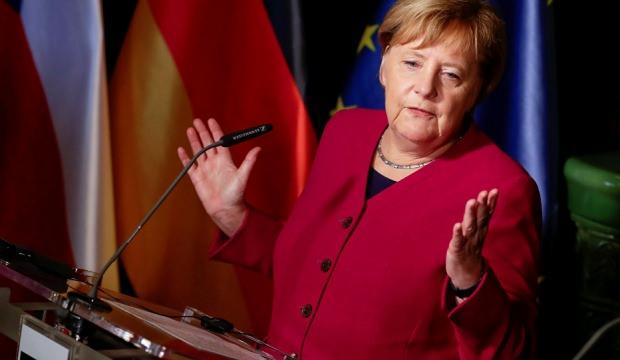 Merkel'den NATO açıklaması: Yerine geçemez!