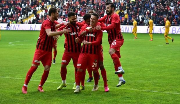 Gazişehir penaltı ile 3 puana uzandı!