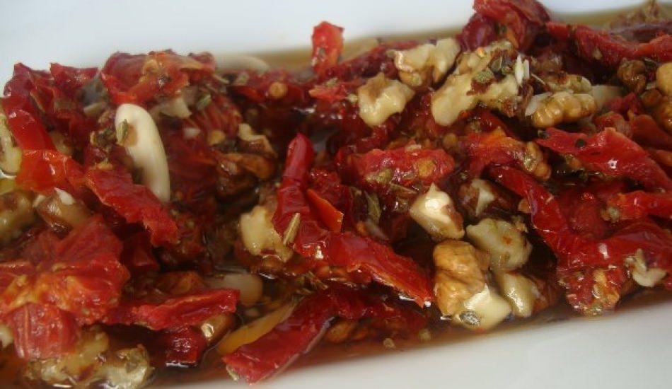 Kuru domates salatası nasıl yapılır? Kolay kuru domates salatası tarifi