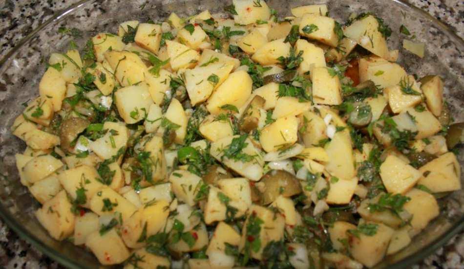 En kolay patates salatası nasıl yapılır? Patates haşlamasından salata tarifi