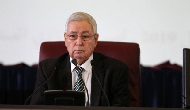 Cezayir'in geçici Cumhurbaşkanı söz verdi! 90 gün içinde olacak