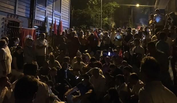 Akşener'in evinin önünde slogan atan 16 kişi hakkında karar