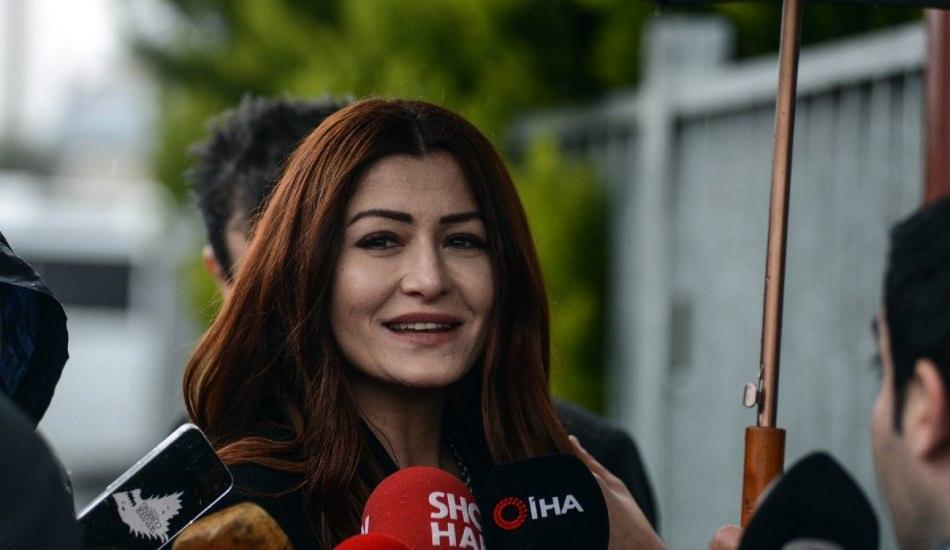 Başörtülülere hakaret eden Deniz Çakır'a 1 yıl hapis cezası!