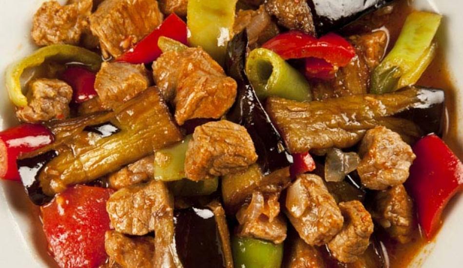 En kolay etli türlü yemeği nasıl yapılır? Etli türlü yemeği