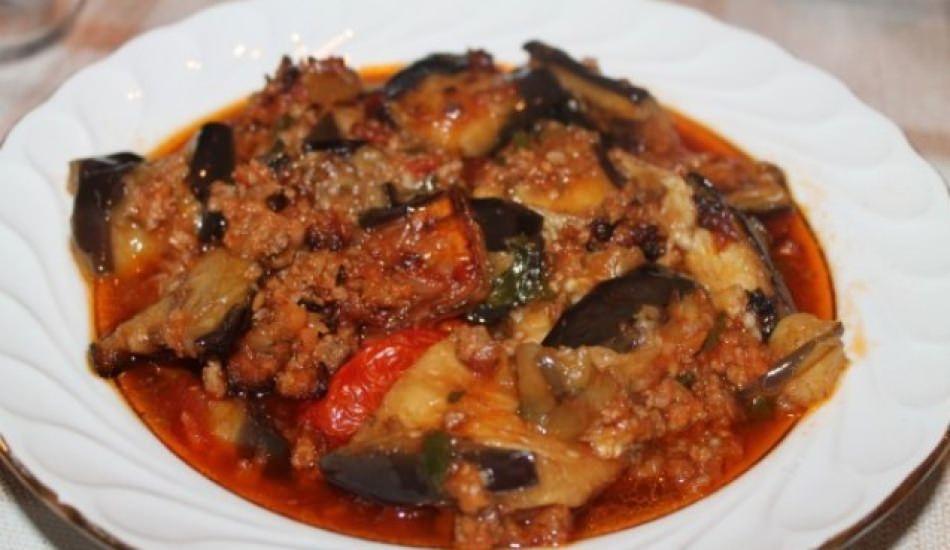 En kolay patlıcan musakka yemeği nasıl yapılır?