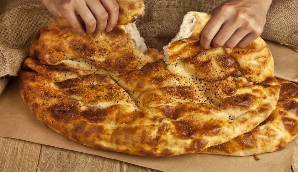 1 çeyrek Ramazan pidesi kaç kalori? Kilo aldırmayan Ramazan pidesi tarifi! Sahurda pide yemek..