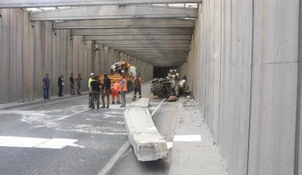 İzmir'de kirişi yıkılan alt geçit trafiğe kapatıldı