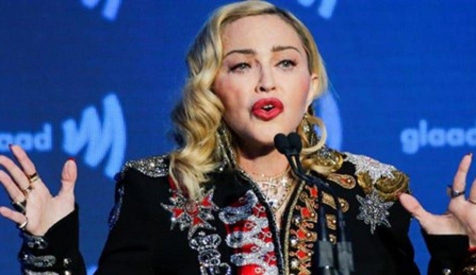 Madonna uyarıları hiçe saydı! Filistin bayrağını salladı!