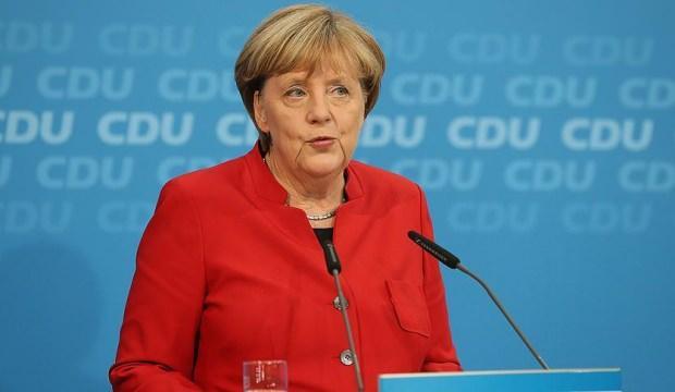 Merkel tüm kapıları kapattı! Aday olmayacak