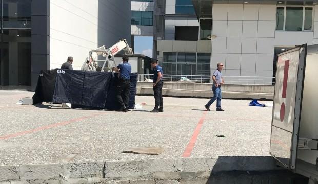 Bursa'da feci kaza! Devrilen vinçteki 2 kişi öldü