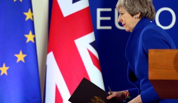 İngiltere'de yarış ısınıyor: Theresa May'in koltuğuna talep çok!