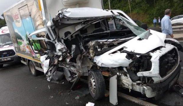 Rize'de iki kamyonet çarpıştı: 1'i ağır, 3 yaralı