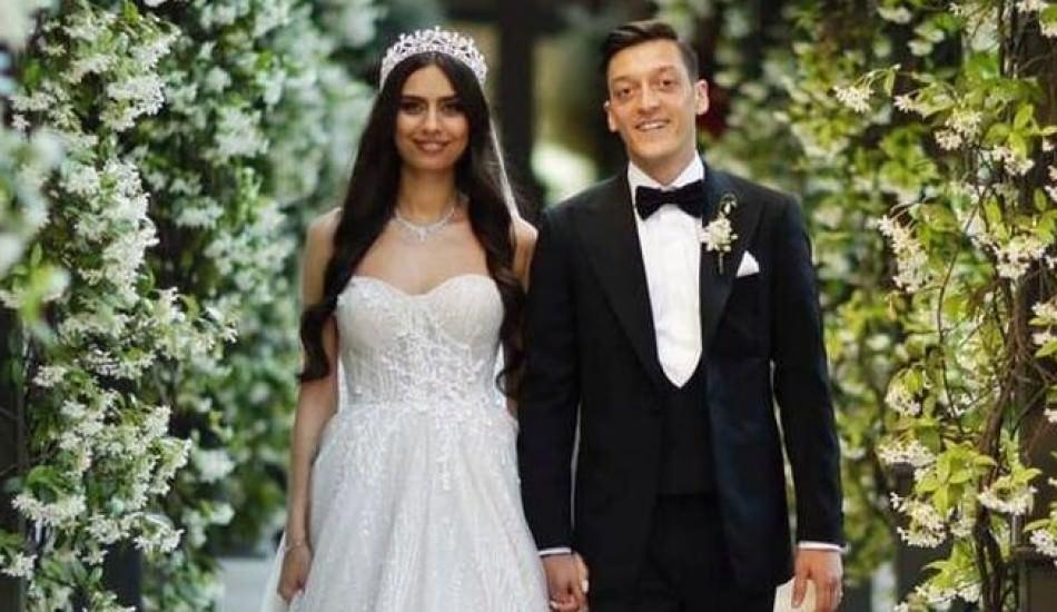 Amine Gülşe kendi düğününde şarkı söyledi