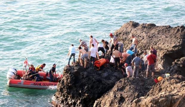 Kayalıklardan düşen yaşlı adam güçlükle kurtarıldı