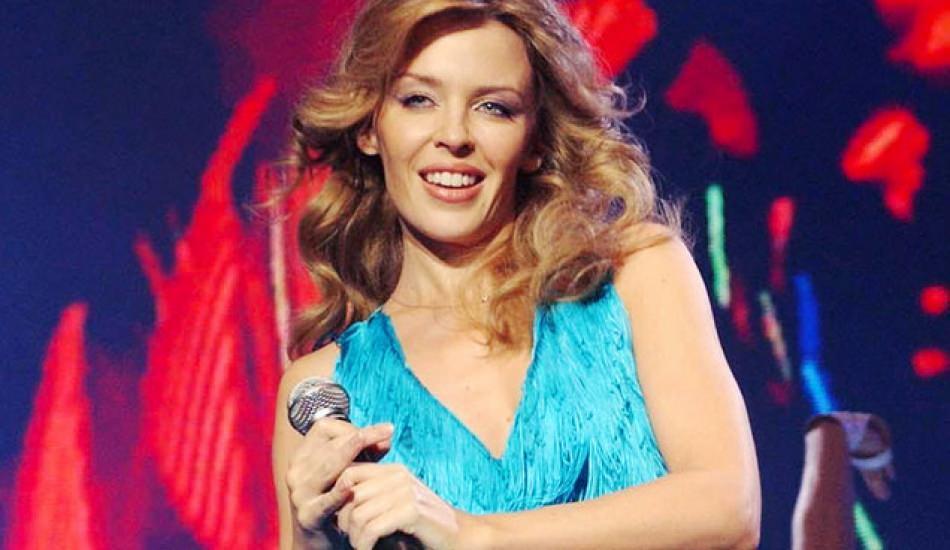 Meme kanserini yenen Kylie Minogue sahnede ağlayacağını açıkladı!