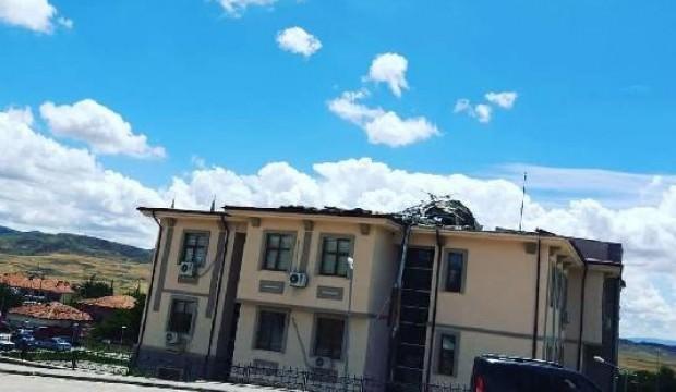 Fırtına, kaymakamlık binasının çatısını uçurdu