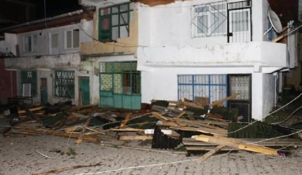 Ordu'da fırtına çatıları uçurdu