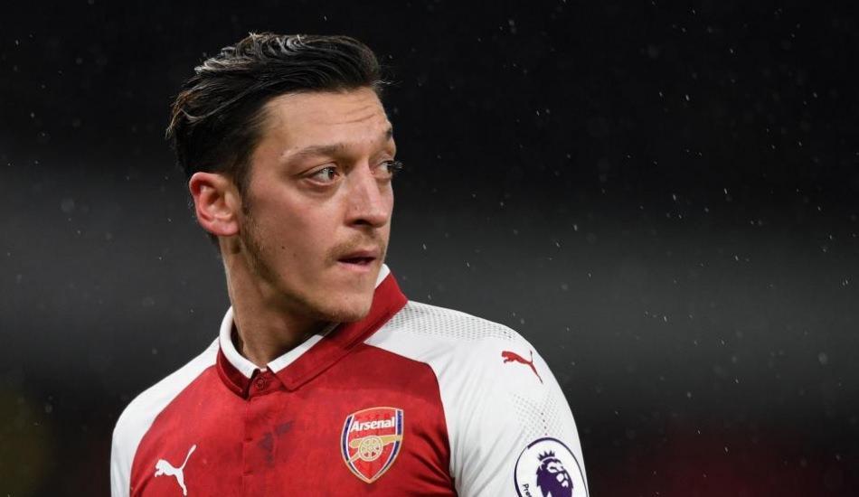 Dünyaca ünlü futbolcu Mesut Özil imaj değiştirdi!