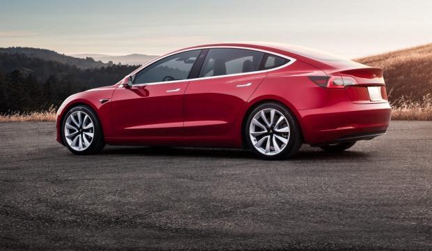Tesla araçlarına YouTube, Hulu ve Netflix izleme özelliği geliyor
