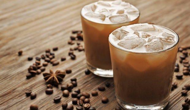 Yaz aylarının en popüler içeceği buzlu kahvenin faydaları