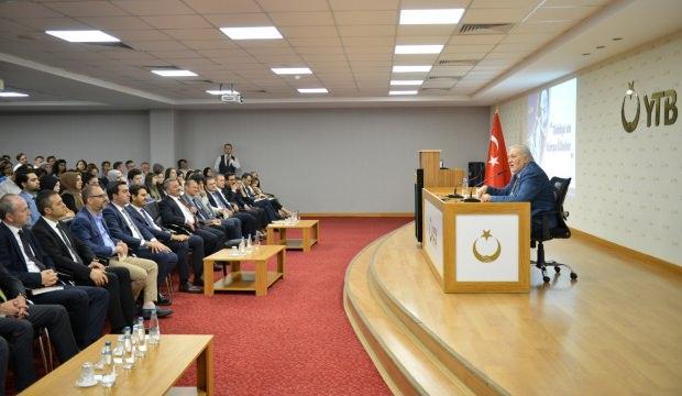 """İlber Ortaylı """"Türkiye ve Komşu Ülkeler"""" konulu konferans verdi"""