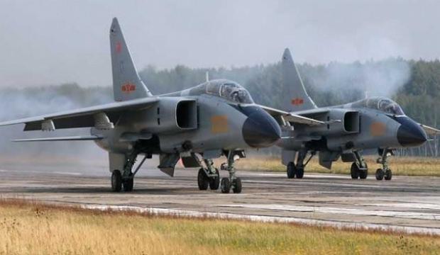 Çin'in yeni avcı bombardıman uçağı Rusya semalarında