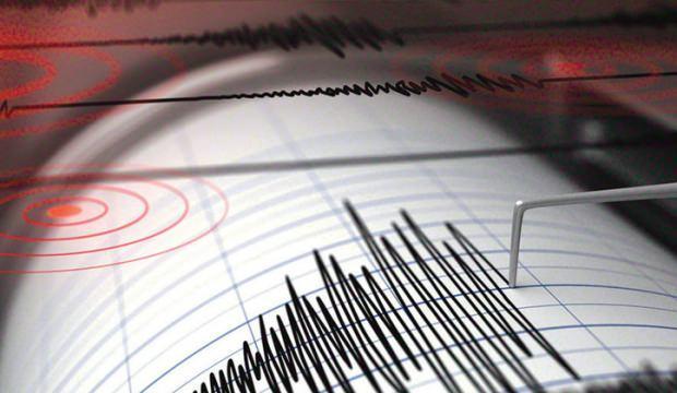 İzmir'de yaşanan şiddetli depremin ardından ilk görüntüler...