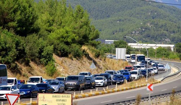 'Sakin Kent'in nüfusu 25 katına çıktı, trafik durdu